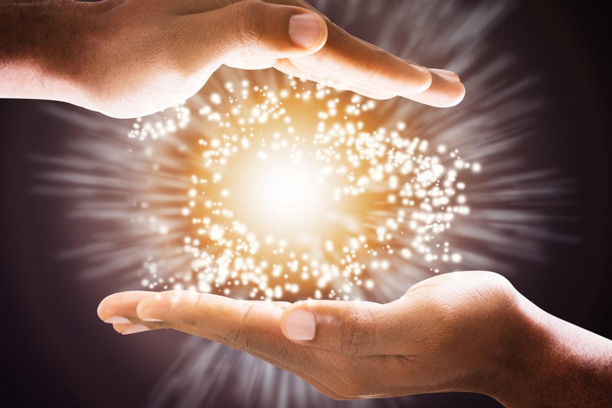 sichtbare Energie zwischen den händen